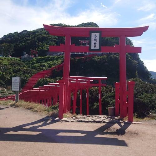 北九州に寄港時。 山口県にある元乃隅稲荷神社です。何度が母がツアーに申し込んだらしいのですがいつもいっぱいで行けないということだったので、今回はレンタカーを借りて行ってきました。 周辺に特には観光名所もなさそうですが、海沿いをドライブしながら途中道の駅によって日本海の魚介を楽しめて良かったです。