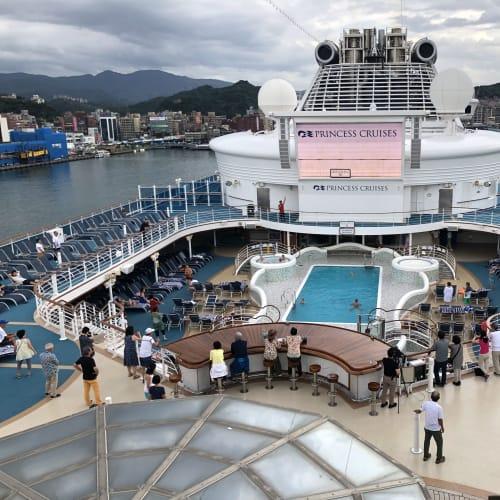 散策から戻って基隆出航をデッキで眺めます😊 | 那覇(沖縄)での客船ダイヤモンド・プリンセス