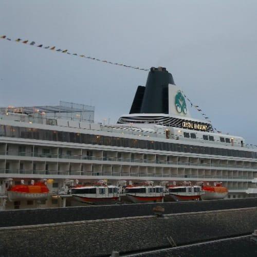 隣にはクリスタルハーモニーが停泊 この船は翌年クリスタルクルーズから郵船クルーズに売却され現在の「飛鳥Ⅱ」となる  サンフランシスコ | サンフランシスコ(カリフォルニア州)での客船クリスタル・ハーモニー