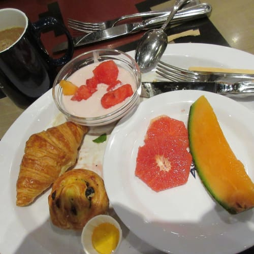 28 The last breakfast at 14th FL cafeteria, add fruits and yogurt
