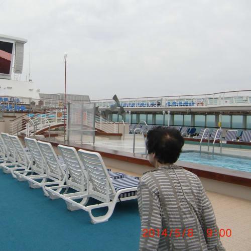 サンプリンセス 船上  上甲板 映画用スクリーン  プール   客船サン・プリンセスの船内施設