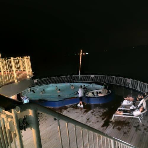 夏だったので、プールが賑わってました。 | 客船スター・パイシスの乗客、船内施設