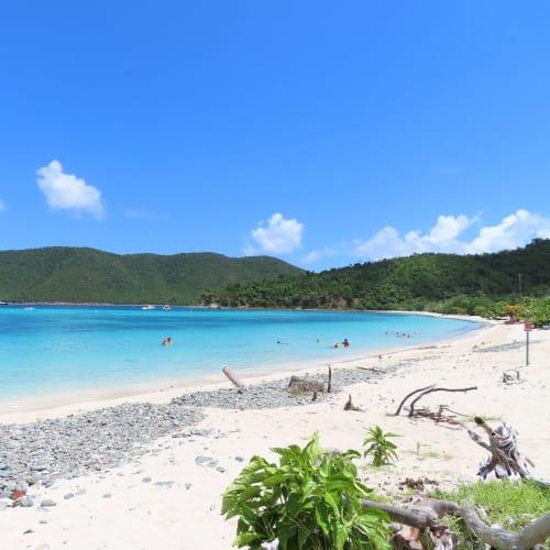 島内観光中に10分程度休憩があり目の前がこんな海でした。
