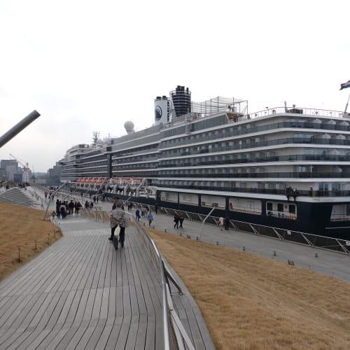大桟橋着岸のウエステルダム 山下埠頭から大桟橋に埠頭変更がありました。   横浜での客船ウエステルダム