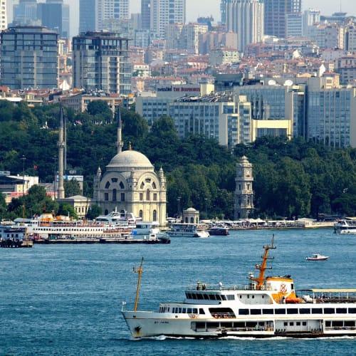 ボスポラス海峡を挟みアジアとヨーロッパの交差する街イスタンブール | イスタンブール