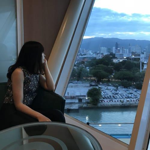 14階にあるバーは眺めがステキ♡   客船ボイジャー・オブ・ザ・シーズの乗客、船内施設