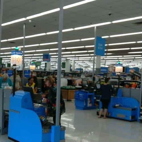 スーパー どこの島もスーパーはアメリカらしく巨大です