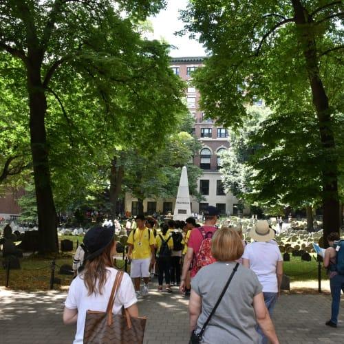 独立戦争の英雄が眠るグラナリー墓地です。独立記念日の日なので大勢の人が来ていました。 | ボストン(マサチューセッツ州)