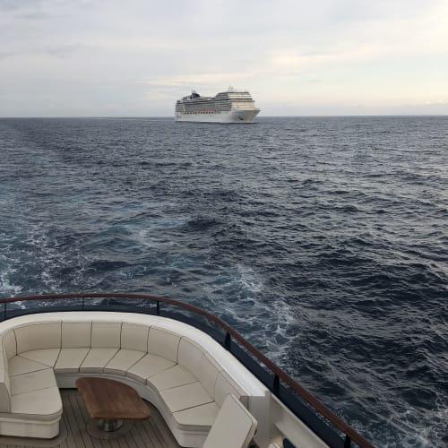 7/17 Santorini島を早朝通過し、Amorgos島へ、 (写真の順番が逆になってしまいました。。) | 客船MSCマニフィカの外観