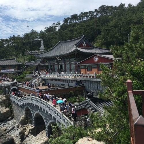 釜山の海東龍宮寺。海辺に建つお寺は珍しいみたいです。 | 釜山