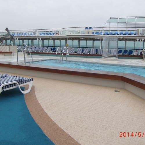サンプリンセス 船上 上甲板 プール   客船サン・プリンセスの船内施設