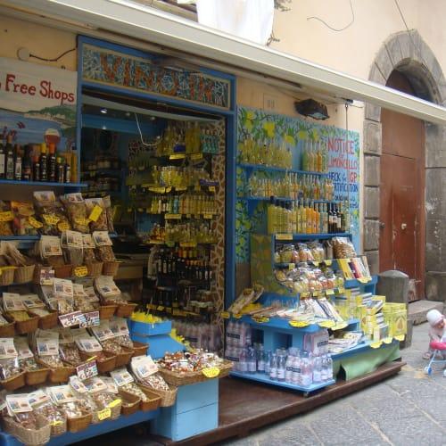 サレルノといえば地中海の柑橘類やナッツ。   サレルノ