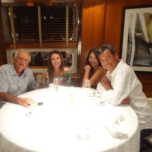 この夫婦とは、別れた後もFace Bookで繋がってます。    客船ル・ポナンのダイニング、乗客