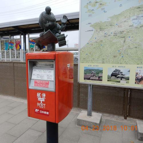 寄港地・境港。 境港といえば、ゲゲゲの鬼太郎。 駅前は水木しげる先生の銅像やキャラクター像があちこちにありました。   境港(鳥取)