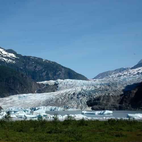 H旅行社のバスツアーでメンデンホール氷河へ | ジュノー(アラスカ州)