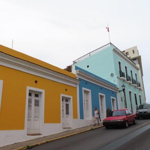 プエルトリコはカラフルな建物が多いです。