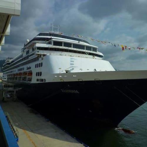 ザーんダムは偶然にもアラスカで乗った船でした。 | 客船ザーンダムの外観