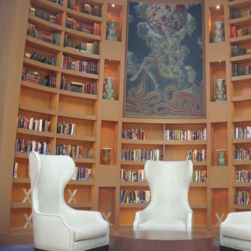 図書室の一角。上の本はどうやって取るのかな。   客船セレブリティ・イクノスの船内施設