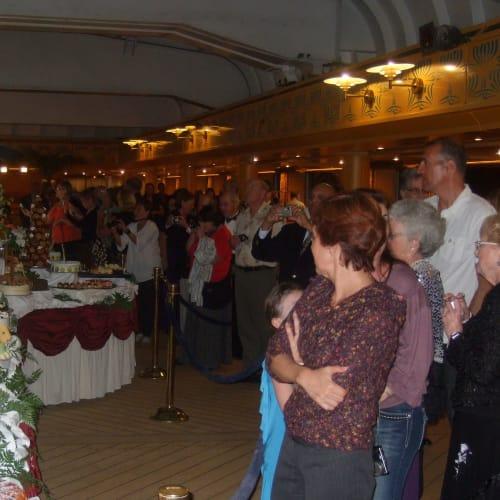 ガラパーティー | 客船アムステルダムの乗客、フード&ドリンク、アクティビティ