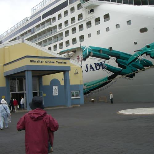 ジブラルタル停泊中 | ジブラルタルでの客船ノルウェージャン・ジェイド
