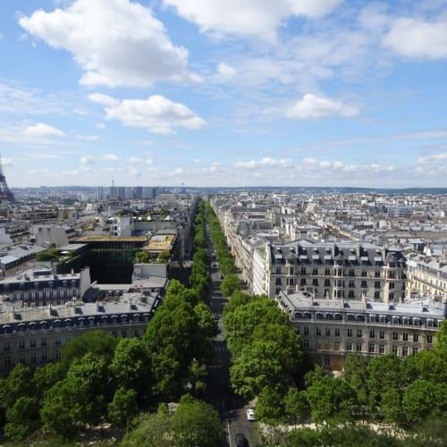 何度もパリに来ていますが、凱旋門の上はお初でした。