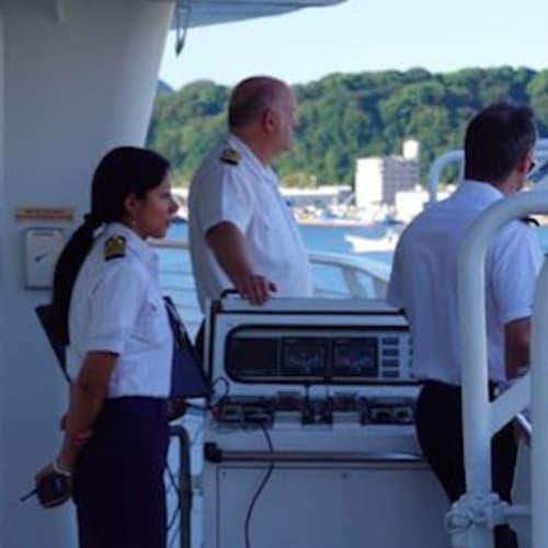 広島港入港−着岸の操船も直ぐ側で見られます。スモールシップの良いところです。 | 広島での客船スター・レジェンド