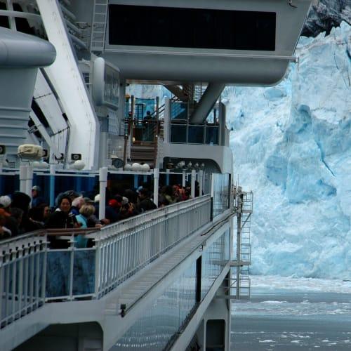 カレッジ氷河とはそれぞれの氷河に探検隊の出身大学の名前がつけられたのだとか