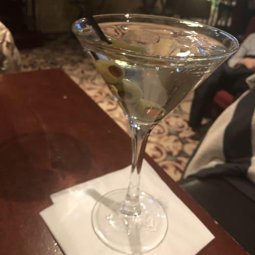 友人とCatch up、老舗Roosevelt Hotelで、Gray Goose Martiniを。    ケープ・リバティ(ニューヨーク)