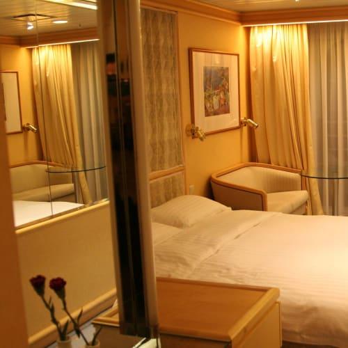 ラグジュアリー・シップの趣きを残す客室 | 客船アジア・スターの客室