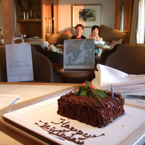 Day11#バースデーケーキ | 客船シーボーン・レジェンドの客室、乗客