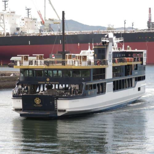 広島では石崎汽船のフェリー旭洋丸に乗って呉へ。復路には瀬戸内海汽船の新造フェリーのシー・パセオに乗船。 シー・パセオはPark on Setonaikaiをコンセプトに本年8月1日に就航したばかりの新造船。 | 広島