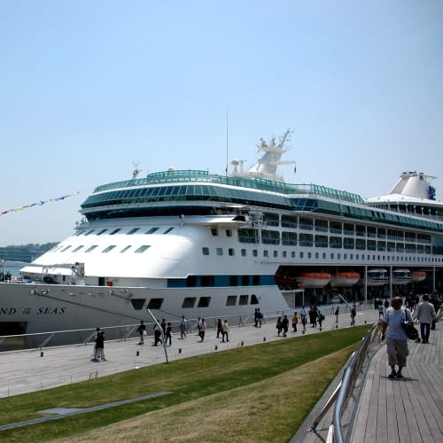 大桟橋に入港のレジェンドオブシーズ | 横浜での客船レジェンド・オブ・ザ・シーズ