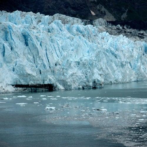 氷の溶ける音がパチパチと聞こえる