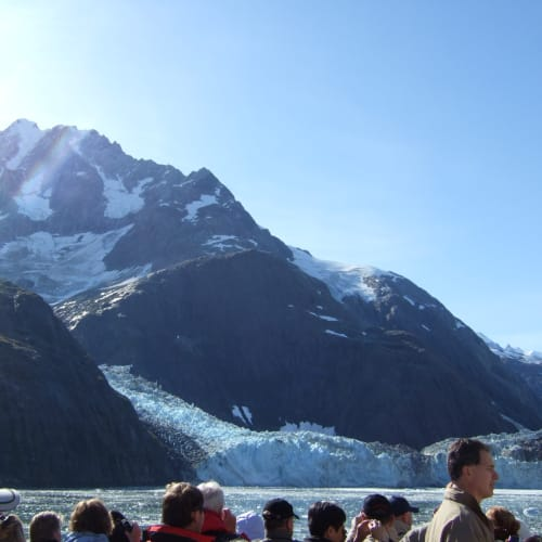 氷河の崩落を待つ グレーシャーベイ  | グレイシャーベイ(アラスカ州)での客船ザイデルダム