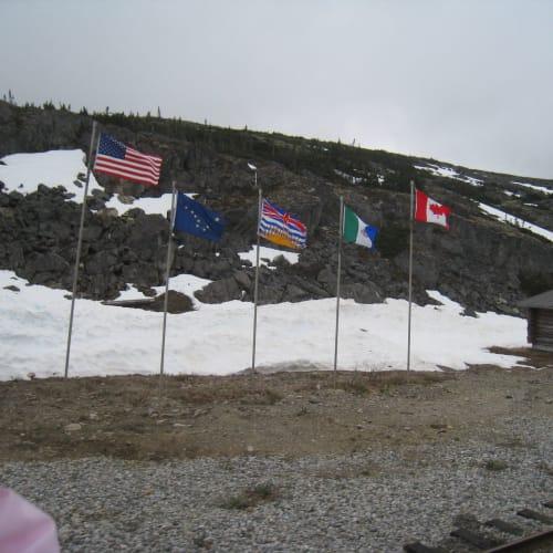 アメリカとカナダの国境です。 | スカグウェイ(アラスカ州)