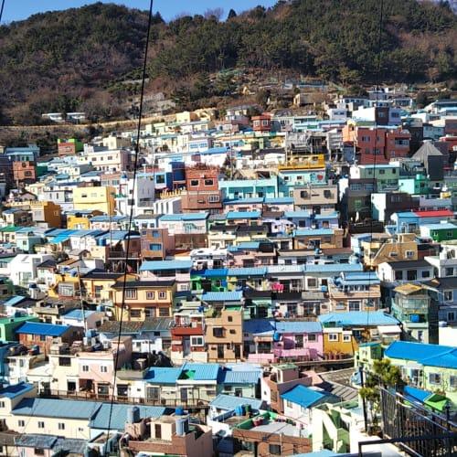 旅程前後が逆転しましたが、釜山の甘川文化村。マチュピチュは言い過ぎですが、シュールな入り組んだ街並みはなかなか歩いて楽しめる場所でした。   釜山