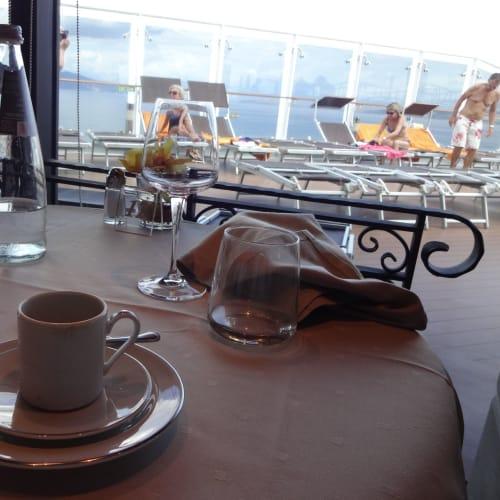 カプチーノやカフェ、スプマンテ、ワイン、カクテル全ての料金はヨットクラブに含まれている。   客船MSCファンタジアのフード&ドリンク、船内施設