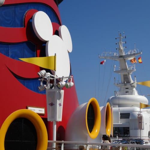 客船ディズニー・マジックの外観