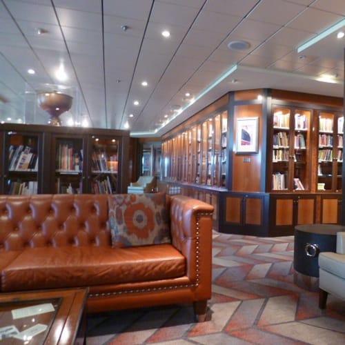 毎朝数独をとりにライブらるーへ。落ち着いているので暇があると出かけていました。 | 客船プライド・オブ・アメリカの船内施設