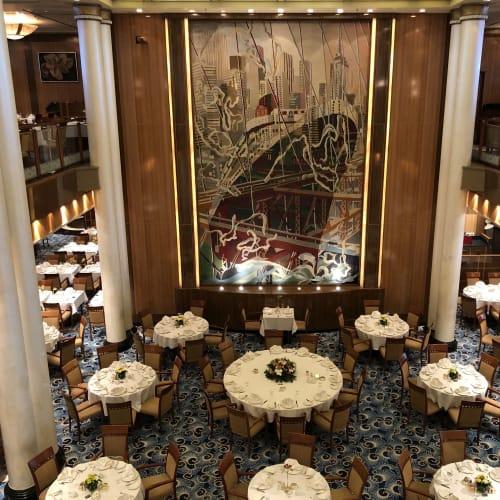 ブリタニア・レストラン | 客船クイーン・メリー2のダイニング