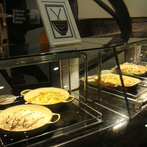 ビュッフェの料理エリア。 料理を指定して、取ってもらうシステム。 | 客船パシフィック・ジュエルのブッフェ、フード&ドリンク