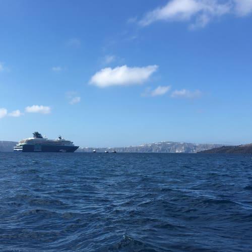 客船プルマントゥール・ホライズンの外観