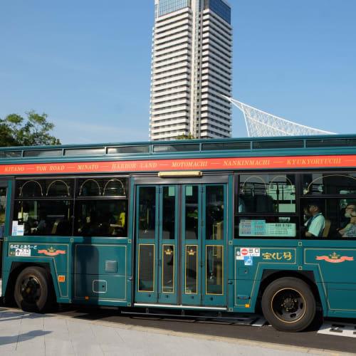 神戸ループバス。シャトルバスが行列だったのでこちらに。立ち乗りになるほど好評でした。 | 神戸