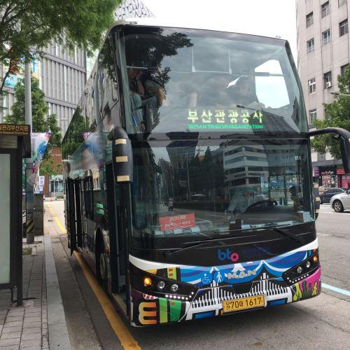 釜山のシティバス。色んな種類があるようで、二階建てで屋根がなく見晴らしが良いバスや、普通の一階建てのバスが運行されていました。 | 釜山