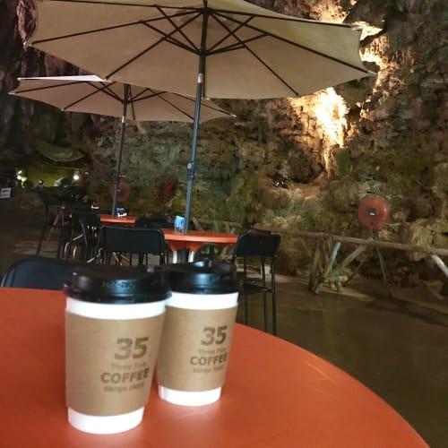 タクシーでガンガラーの谷の洞窟カフェへ | 那覇(沖縄)