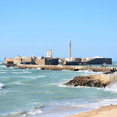 カディスの突堤の先端にあるセバスチャン要塞。 | カディス