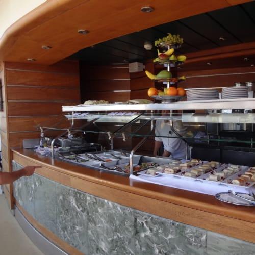 ここで軽食も食べられるので、エクスカージョンから帰っての遅いランチにも便利です。   客船MSCファンタジアのフード&ドリンク、船内施設