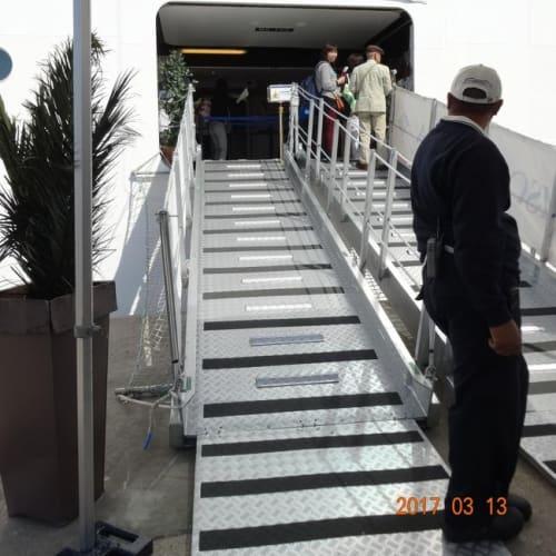 飛行機に乗るときのようなチェックを済ませて、乗船 | チビタベッキア(ローマ県)での客船MSCスプレンディダ
