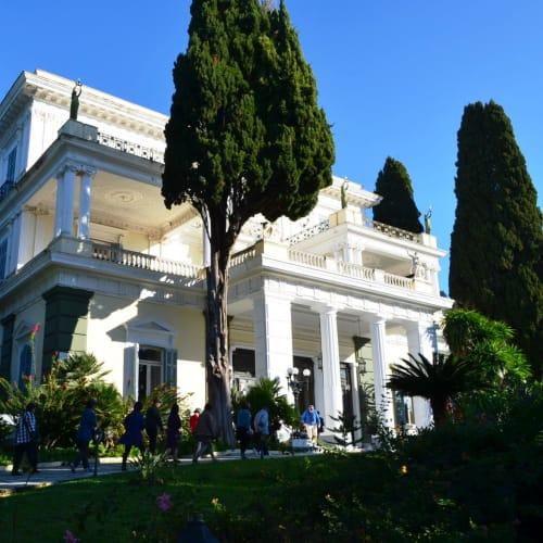オーストリア皇妃・エリザベートの別荘だったコルフ島のアヒリオン宮殿。 | ケルキラ島(コルフ島)