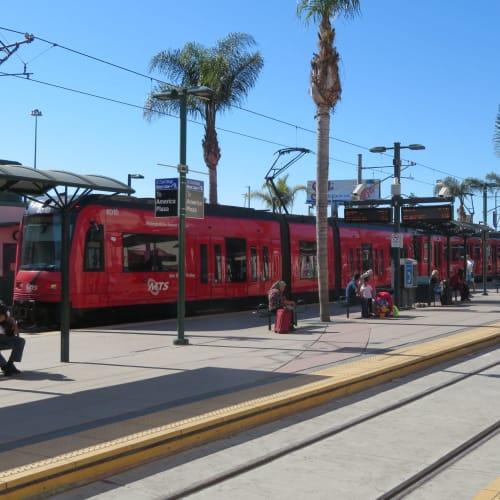 サンディエゴではTrolleyと呼ばれるLRT(ライトレール)タイプの電車に乗ってメキシコとの国境の町へ | サンディエゴ(カリフォルニア)